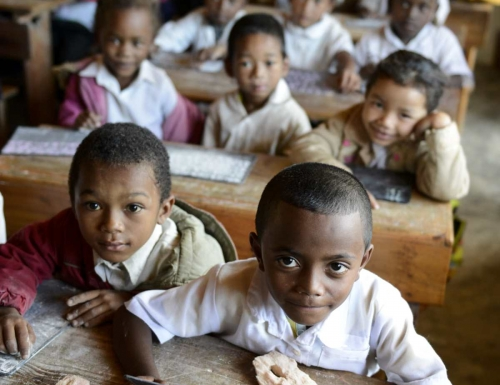 Schulkinder in der katholischen Kirche College St. Raphael, in Mananjary, Vohilava, Madagaskar